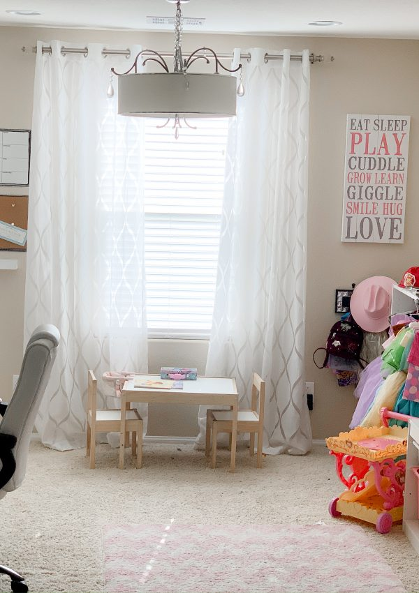 How to easily transform a space into a office and playroom